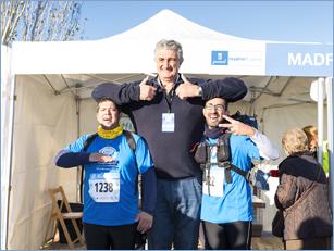 Simpático Fernando Romay con los participantes