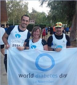 En una de las carreras de 10km en donde últimamente se hace más presente que acudamos con la bandera del Día Mundial de la diabetes.