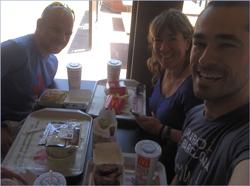 Una de las quedadas en Mc Donnalds  junto con Miguel Tovar y Yolanda  Carrasco, en donde hacemos repaso de carbohidratos