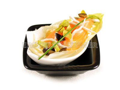 Endibias rellenas de gulas y salmón ahumado
