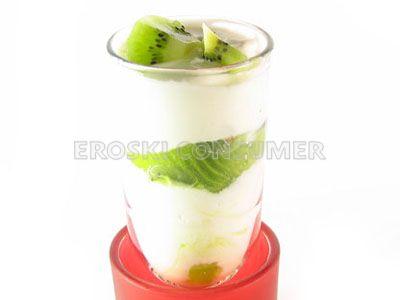 Batido de yogur natural con trocitos de  kiwi