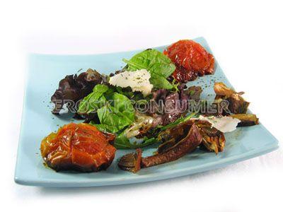 Ensalada de tomate confitado y queso de oveja