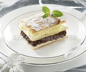 COMIDA DE NAVIDAD.<br /> Postre: <br />Milhojas de trufa, crema pastelera y almendra tostada