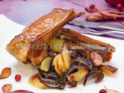 COMIDA DE NAVIDAD.<br />2º Plato: <br /> Costillas y paletilla de cordero de leche asado con patatitas y cebolla confitada