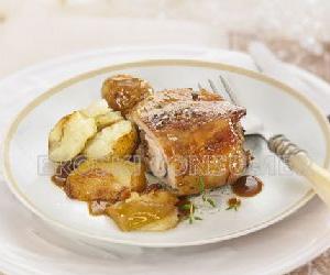 CENA DE NOCHEVIEJA.<br /> 2º Plato: <br /> Pierna de cordero lechal asado con patatitas y manzana reineta
