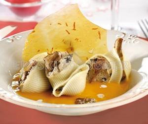 COMIDA DE AÑO NUEVO.<br /> 1er. Plato: <br />Galets rellenos de foie-gras y setitas con crema templada de calabaza