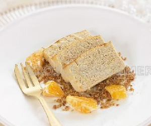 COMIDA DE AÑO NUEVO.<br />2º Plato: <br /> Mousse de atún sobre arena crujiente de bacón, pan y mandarina
