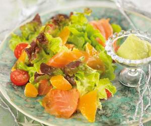 CENA DE NOCHEBUENA. <br />1er. Plato: <br />Ensalada de salmón con alioli suave de aguacate y limón