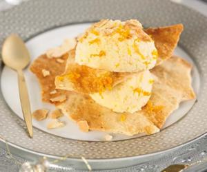 COMIDA DE AÑO NUEVO. <br />Postre: <br />Torreta de pasta filo con avellanas y helado de naranja casero