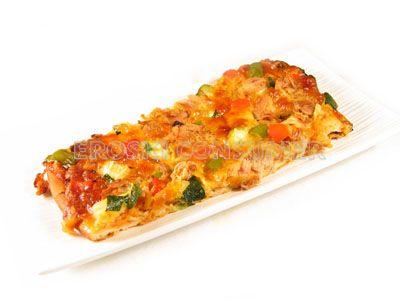 'Pizza' de atún con vegetales