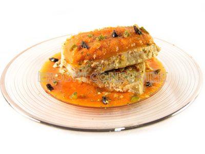 Bonito con tomate, aceitunas y pepinillos