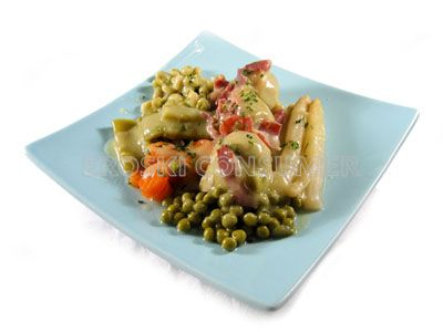 Menestra de verduras con habas y jamón serrano