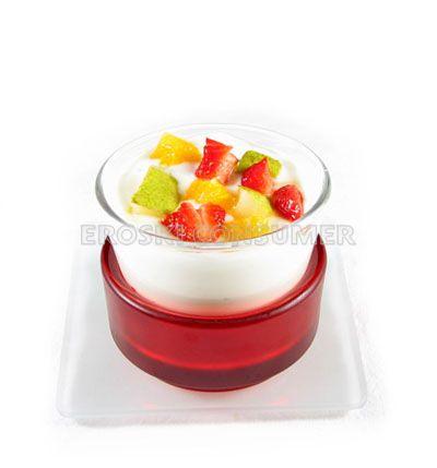 Yogur natural con trozos de frutas frescas