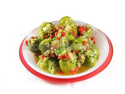 Coles de Bruselas con salsa vinagreta guarnecida