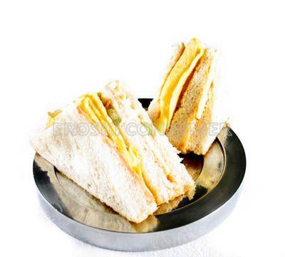Sándwich vegetal con jamón york y tortilla francesa