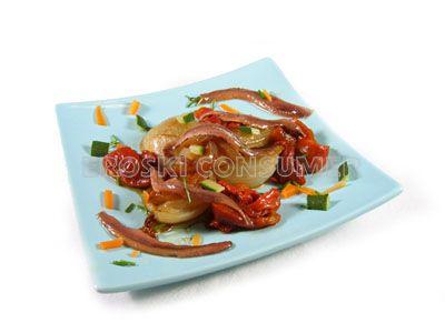 Ensalada de cebolla y pimientos asados con anchoas