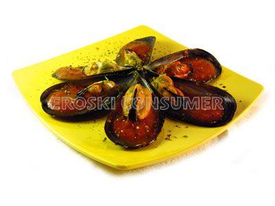 Mejillones con salsa de romesco