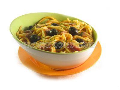 Espaguetis con aceitunas y anchoas